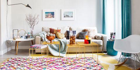 Apartamento decorado con color