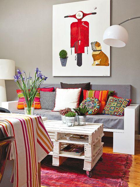 Room, Tablecloth, Interior design, Table, Furniture, Interior design, Wall, Floor, Living room, Linens,