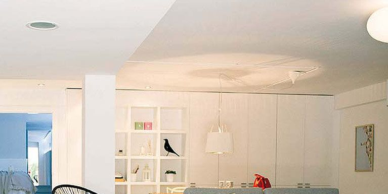 Un s tano convertido en un luminoso apartamento for Como decorar mi apartamento