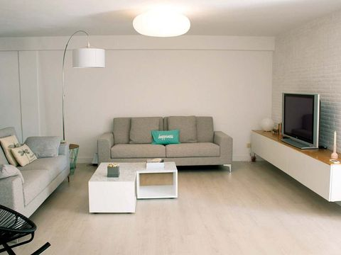 Wood, Room, Floor, Interior design, Green, Living room, Wall, Furniture, Flooring, White,