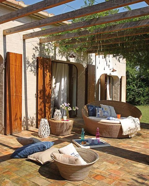 Wood, Shade, Basket, Home accessories, Beam, Home, Wicker, Storage basket, Linens, Pergola,