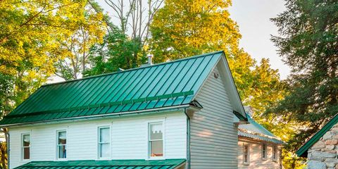 House, Property, Home, Green, Building, Real estate, Cottage, Siding, Roof, Farmhouse,