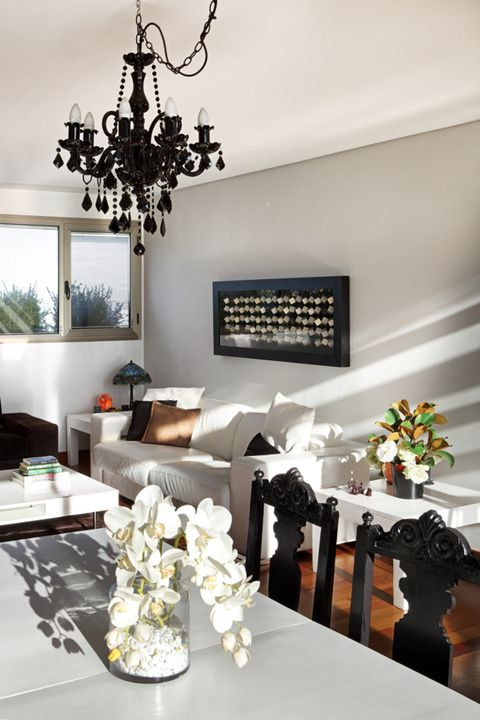 White, Room, Black, Dining room, Interior design, Ceiling, Property, Furniture, Living room, Table,