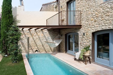 Property, Building, House, Real estate, Facade, Architecture, Home, Swimming pool, Residential area, Villa,