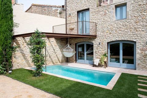 Grass, Property, Residential area, Real estate, House, Facade, Swimming pool, Home, Door, Backyard,