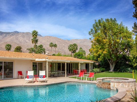 Swimming pool, Property, Real estate, Resort, House, Shade, Door, Villa, Garden, Sunlounger,