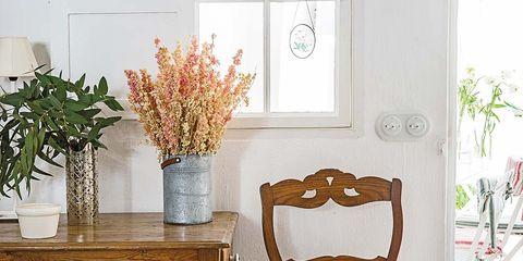 Room, Flowerpot, Interior design, Furniture, Linens, Interior design, Houseplant, Vase, Home, Centrepiece,