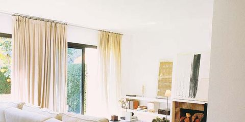 Serveware, Interior design, Dishware, Room, Drinkware, Textile, Table, Furniture, Tableware, Tablecloth,