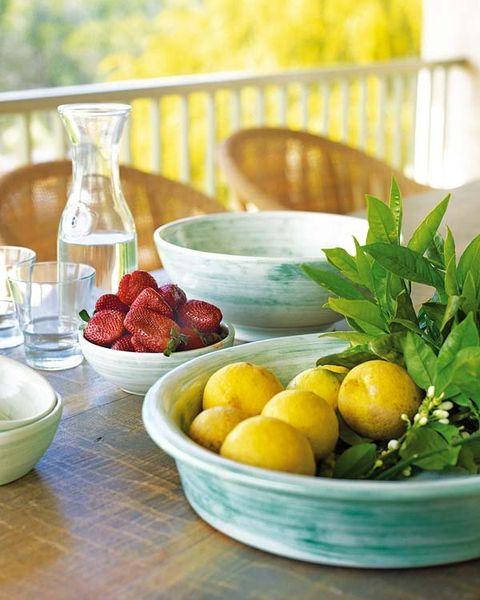 Serveware, Food, Ingredient, Produce, Natural foods, Dishware, Tableware, Fruit, Bowl, Citrus,