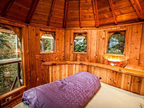 Bedroom, Room, Furniture, Property, Log cabin, Building, House, Tree house, Tree, Bed,