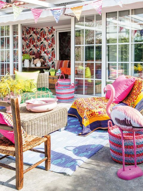 Furniture, Pink, Tablecloth, Purple, Decoration, Magenta, Home accessories, Outdoor furniture, Linens, Outdoor table,