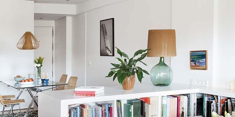 Una casa casi sin divisiones for Casa con muebles transformables