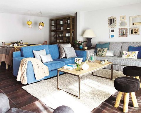 Blue, Room, Interior design, Green, Living room, Floor, Home, Wall, Furniture, Table,