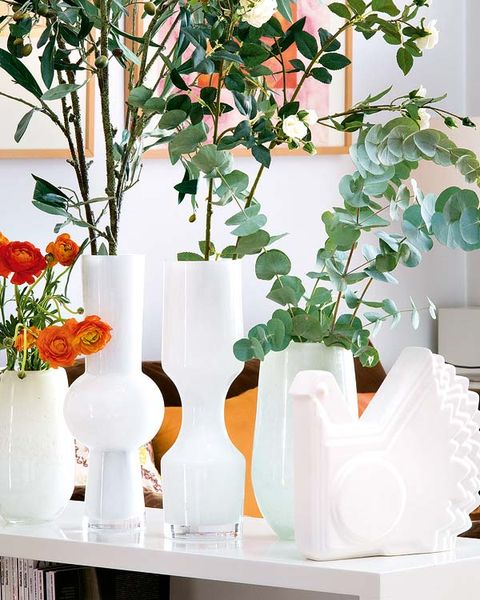 Leaf, Artifact, Interior design, Vase, Glass, Cut flowers, Peach, Flower Arranging, Floristry, Floral design,