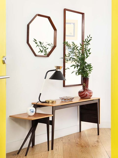 Flowerpot, Table, Room, Wall, Fixture, Plywood, Door, Houseplant, Vase, Desk,