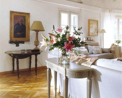 Room, Interior design, Lighting, Tablecloth, Table, Furniture, Interior design, Bouquet, Petal, Picture frame,