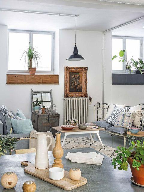 Room, Interior design, Flowerpot, Wall, Interior design, Home, Picture frame, House, Fixture, Living room,