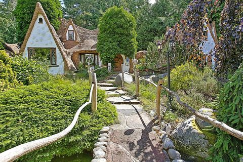 Shrub, House, Garden, Village, Cottage, Yard, Backyard, Landscaping, Farmhouse,