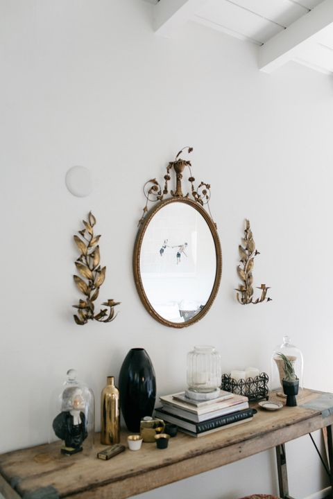 Clock, Wall, Furniture, Room, Shelf, Wall clock, Interior design, Mirror, Cuckoo clock, Table,