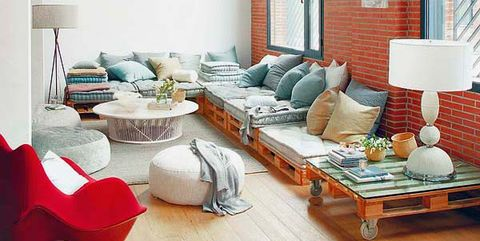 loft con sofá de palés