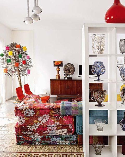 Room, Interior design, Interior design, Wall, Light fixture, Dishware, Carpet, Porcelain, Still life photography, Lighting accessory,