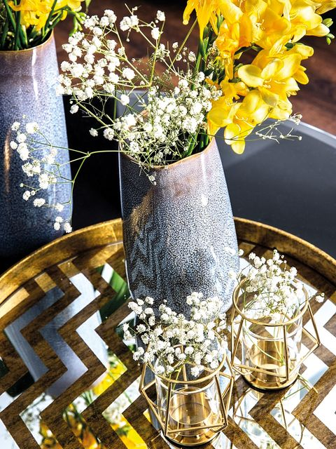 Vase, Centrepiece, Yellow, Table, Flower, Bouquet, Cut flowers, Plant, Tableware, Flowerpot,