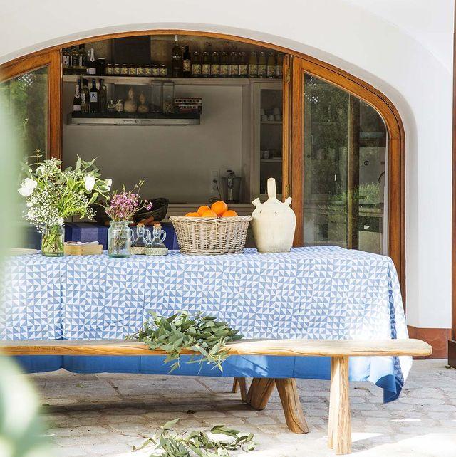 Antiguo establo rehabilitas: Porche de casa de campo