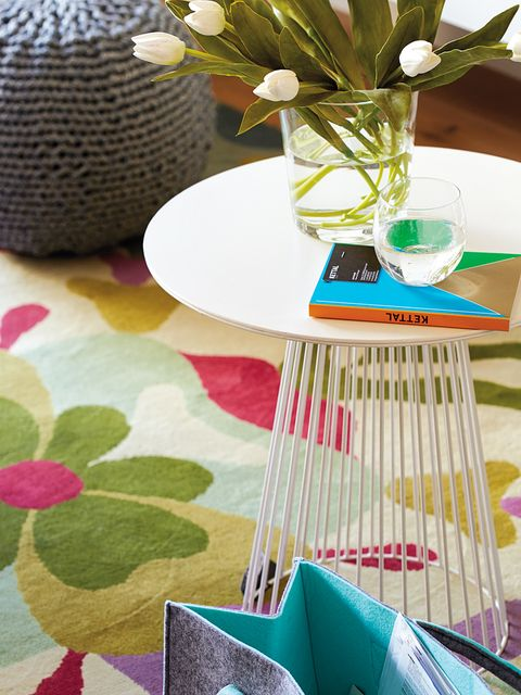 Green, Table, Tablecloth, Coffee table, Placemat, Furniture, Room, Textile, Interior design, Design,