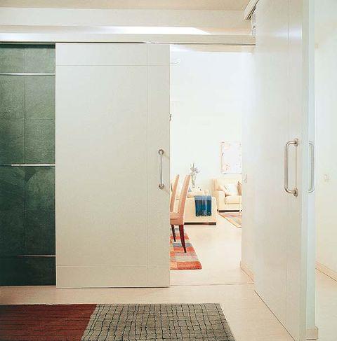 Floor, Property, Room, Flooring, Wall, Fixture, Carpet, Tile, Handle, Household hardware,