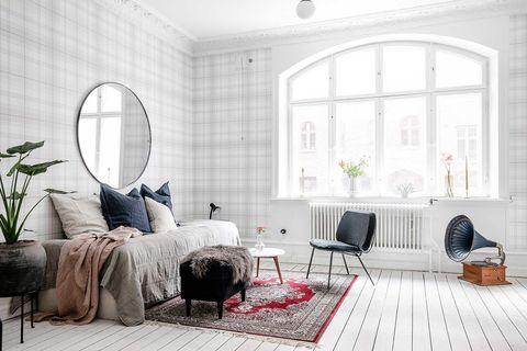 piso blanco y poco convencional