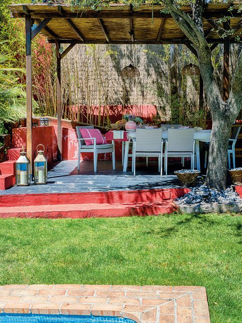 Red, Property, Backyard, Grass, Tree, Yard, House, Garden, Home, Spring,