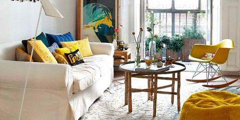 Casa cosmopolita: salón con colores