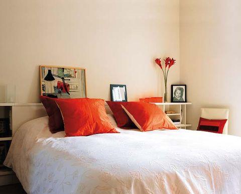 Bed, Room, Lighting, Interior design, Property, Wall, Bedding, Textile, Bedroom, Furniture,
