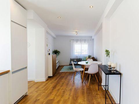 Room, Property, Floor, Wood flooring, Interior design, Building, Furniture, Yellow, House, Ceiling,
