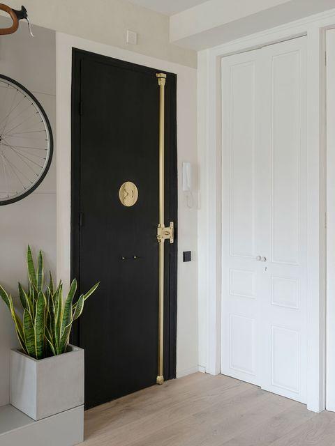 Door, Home door, Room, Vehicle door, Automotive exterior, Floor, Wall, Interior design, Material property, Auto part,