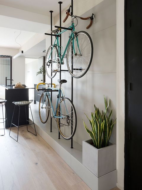 Bicycle wheel, Bicycle, Room, Ceiling, Shelf, Vehicle, Bicycle fork, Interior design, Bicycle accessory, Architecture,