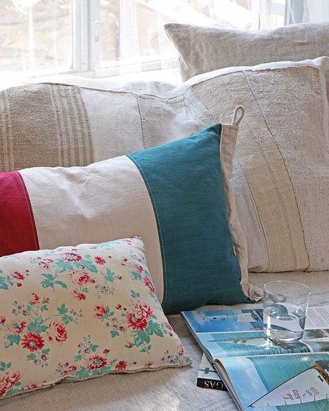 Blue, Room, Interior design, Textile, Throw pillow, Cushion, Pillow, Linens, Teal, Turquoise,
