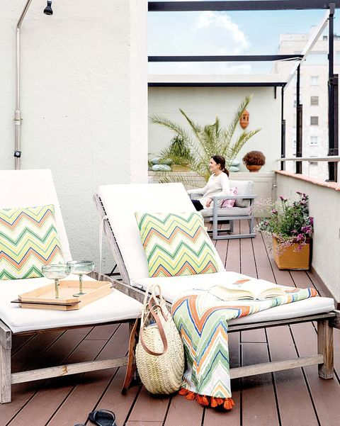 piso en madrid con terraza tumbonas