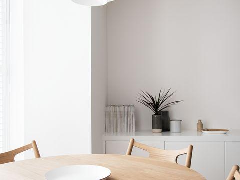 Wood, Flowerpot, Interior design, Room, Table, Furniture, Wall, Hardwood, Wood stain, Dishware,