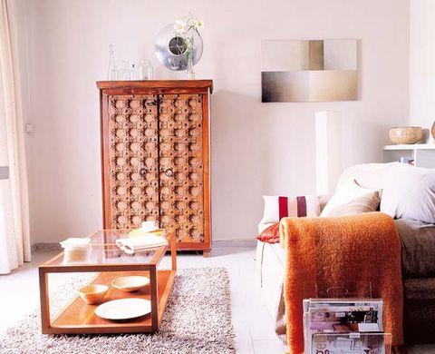 Room, Interior design, Bed, Wall, Furniture, Linens, Bedding, Bedroom, Bed sheet, Pillow,