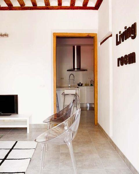 Wood, Floor, Room, Interior design, Property, Flooring, Wall, Ceiling, Real estate, Display device,