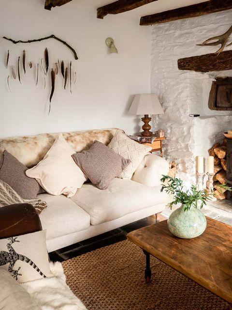 Room, Interior design, Wood, Wall, Home, Flowerpot, Ceiling, Interior design, Grey, Pillow,