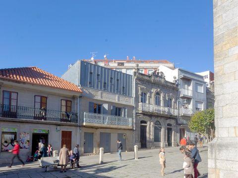 Town, Building, Neighbourhood, Architecture, City, Human settlement, Mixed-use, Street, Urban area, Downtown,