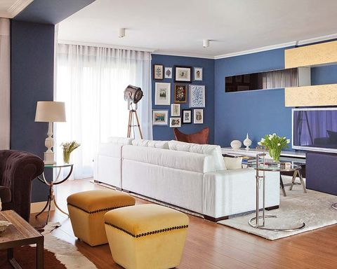 Room, Interior design, Wood, Floor, Furniture, Flooring, Living room, Wall, Couch, Ceiling,
