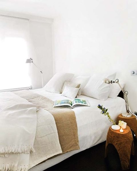Room, Interior design, Property, Textile, Bedding, Wall, Bed, Linens, Bed sheet, Floor,