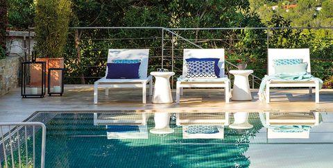 Una casa con piscina