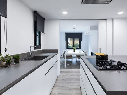 Una casa 100 rural pero minimalista y moderna for Casa rural minimalista