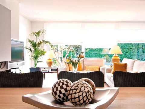 Room, Interior design, Textile, Display device, Furniture, Interior design, Flooring, Television set, Flat panel display, Living room,