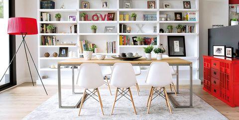 Casa unifamiliar estilo loft: Comedor luminoso