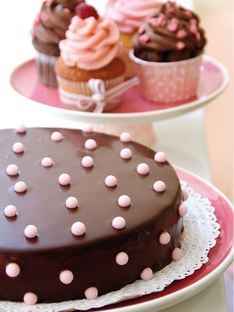 Food, Sweetness, Brown, Cuisine, Dessert, Ingredient, Cupcake, Baked goods, Confectionery, Pink,